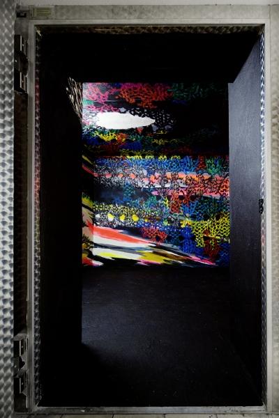 »Lucky Inn Lucky Out«  Acryl)Wand ehemaliger Kühlraum