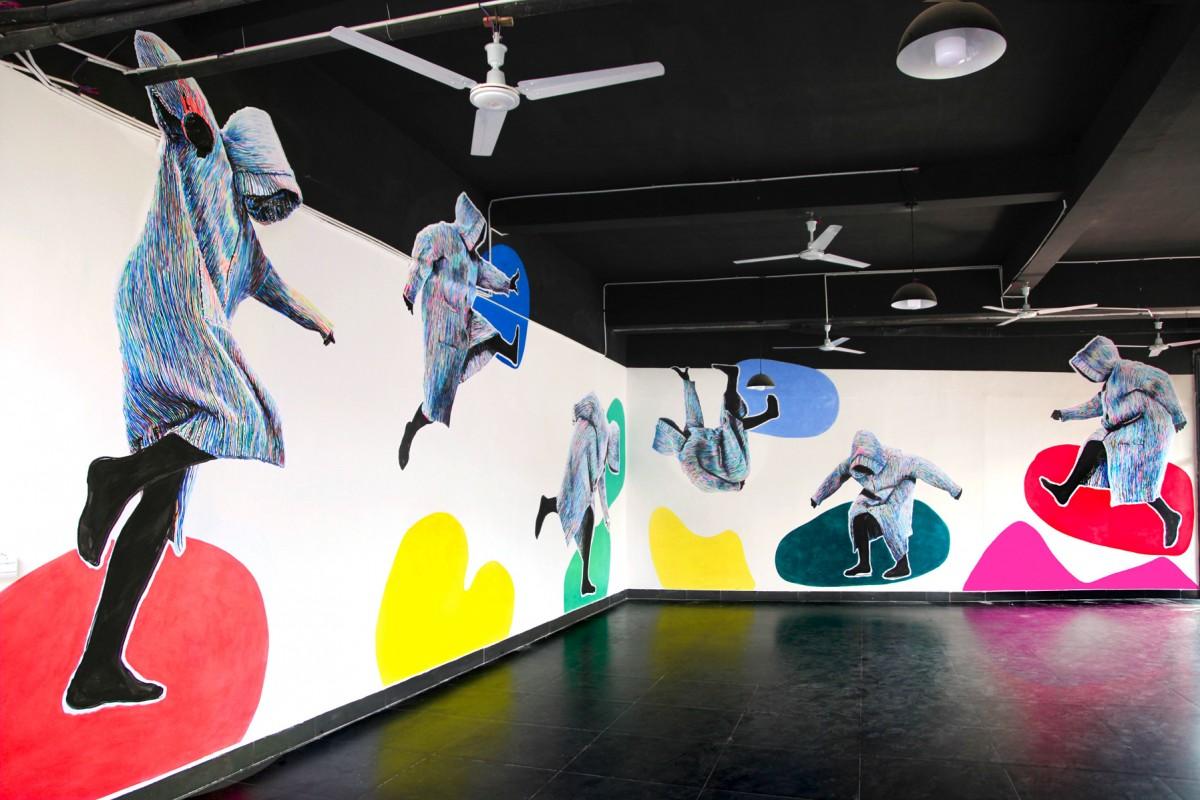 »Ich lassen mich nicht aufhalten beim Bleiben« Acryl/Papier gekleistert und Acryl/Wand Jigongshan Art Museum, China